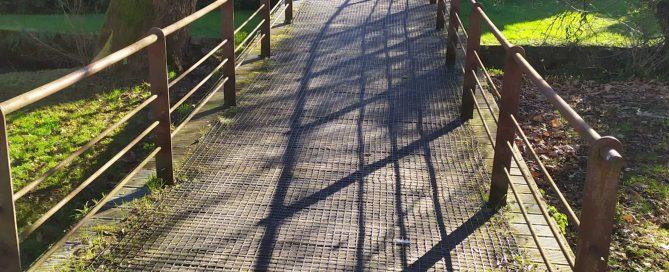 Las mallas antideslizantes se pueden instalar fácilmente en pasarelas de madera y otras superficies resbaladizas