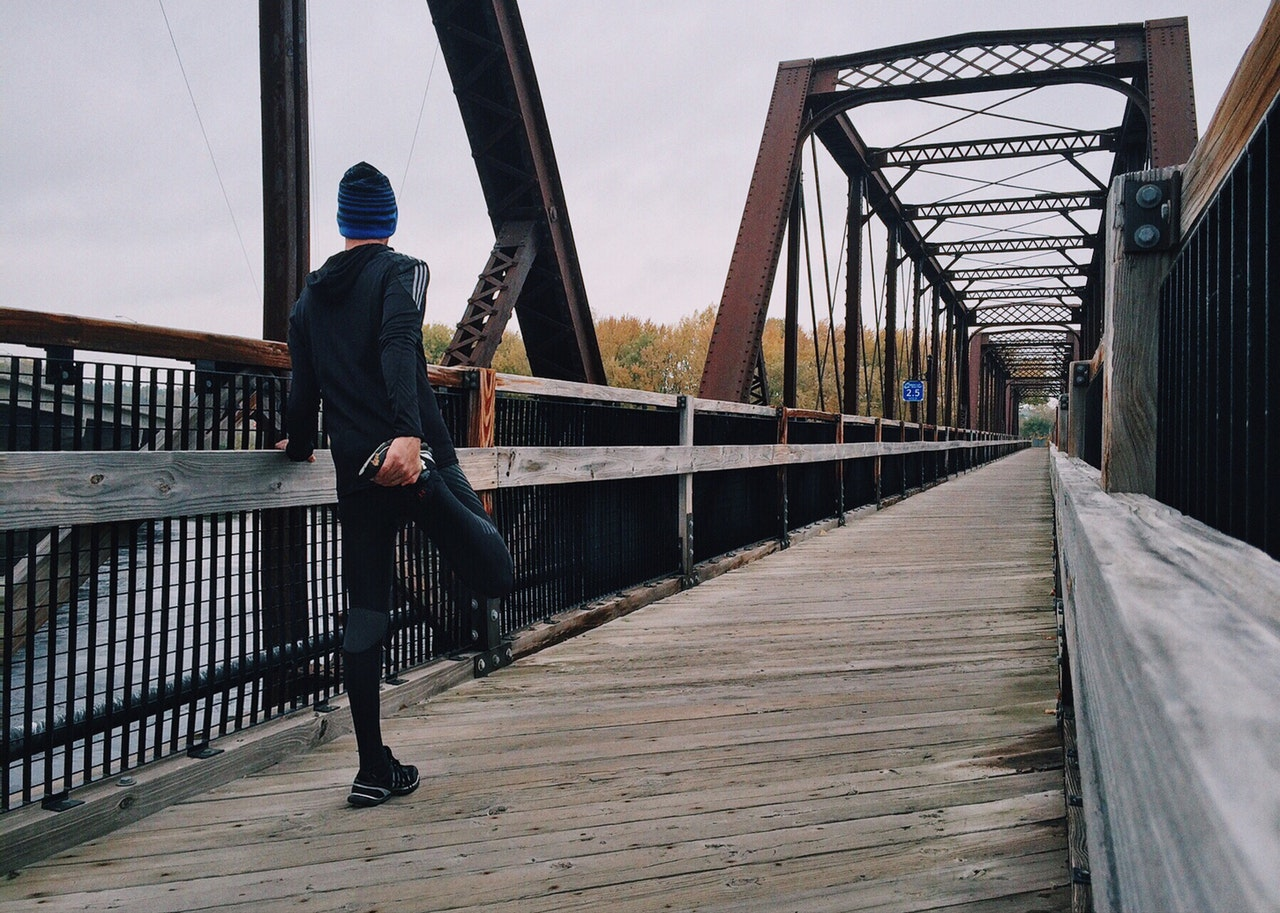 Uno de los grandes consejos de running para principiantes es estirar e hidratarse