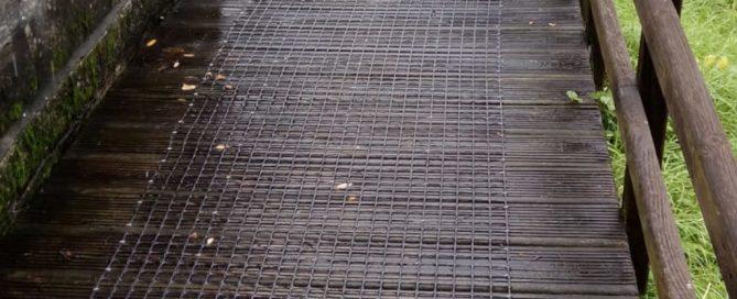 Las mallas antideslizantes en Baiona mejoran la seguridad de los viandantes