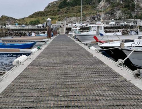 Mallas antideslizantes en el puerto de Corme